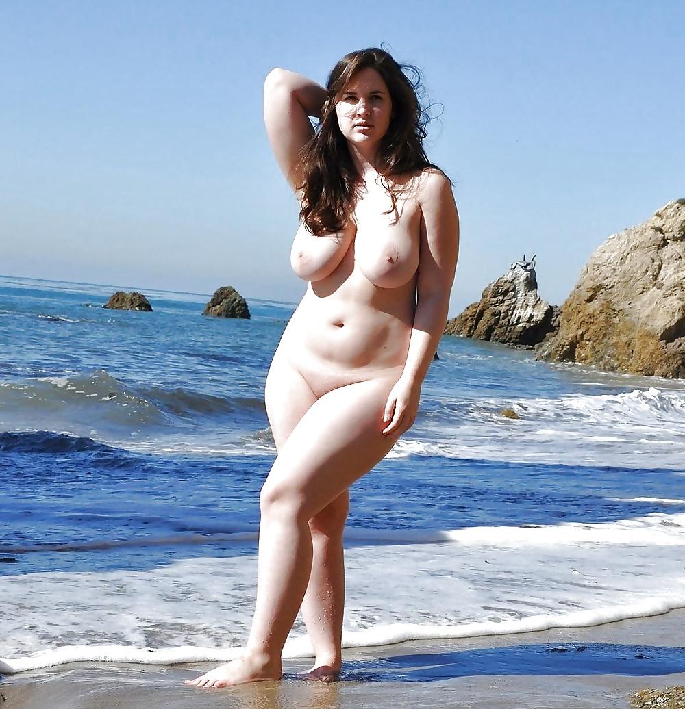 полные молодые обнаженные девушки фото на пляже и природе - 7