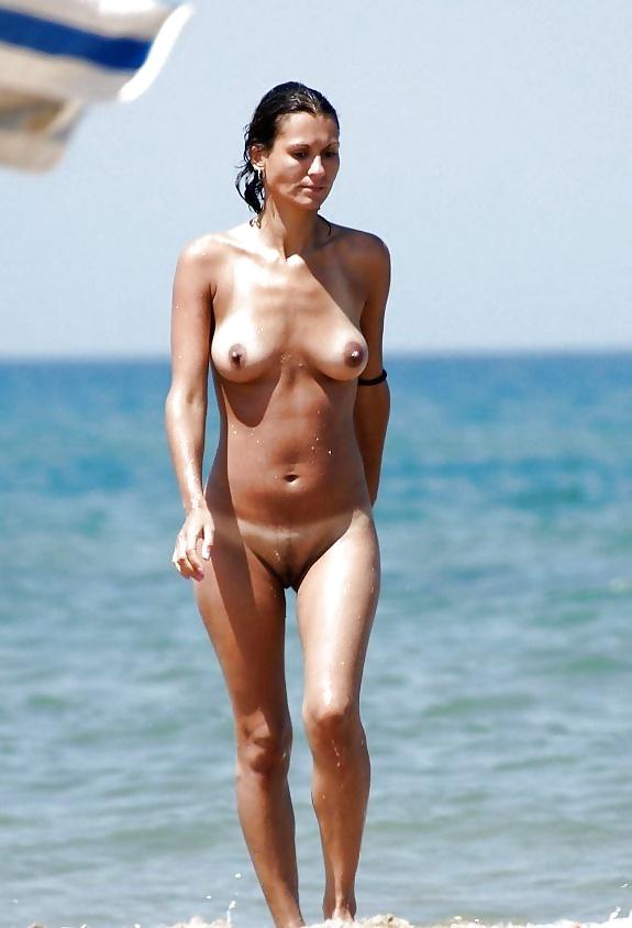Nudist celebrity