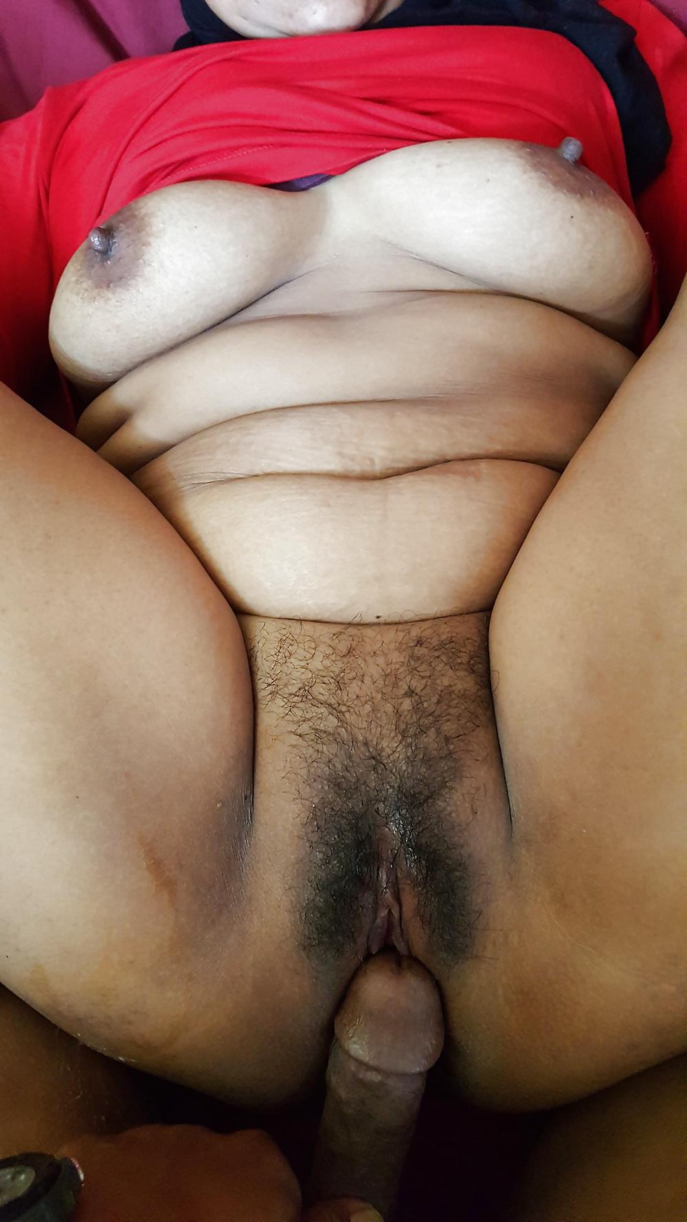 malay-bertudung-porn-throat-sex-three