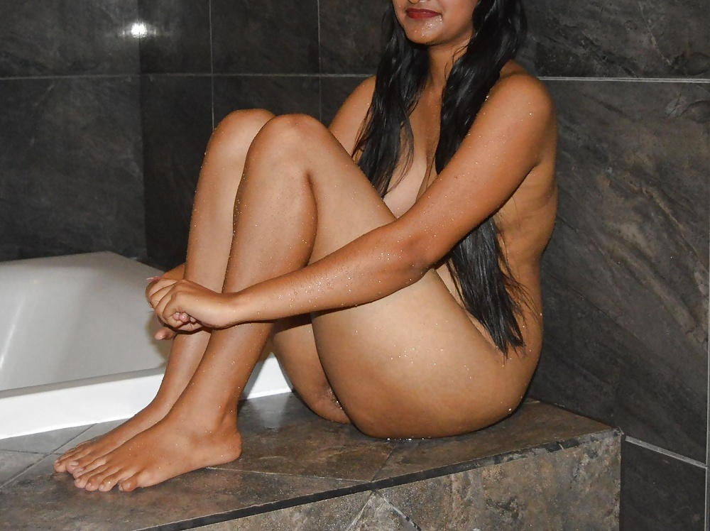 Kerala Girl Bathing Fully Nude In Public Infront Of Her And His Friends Sex Images