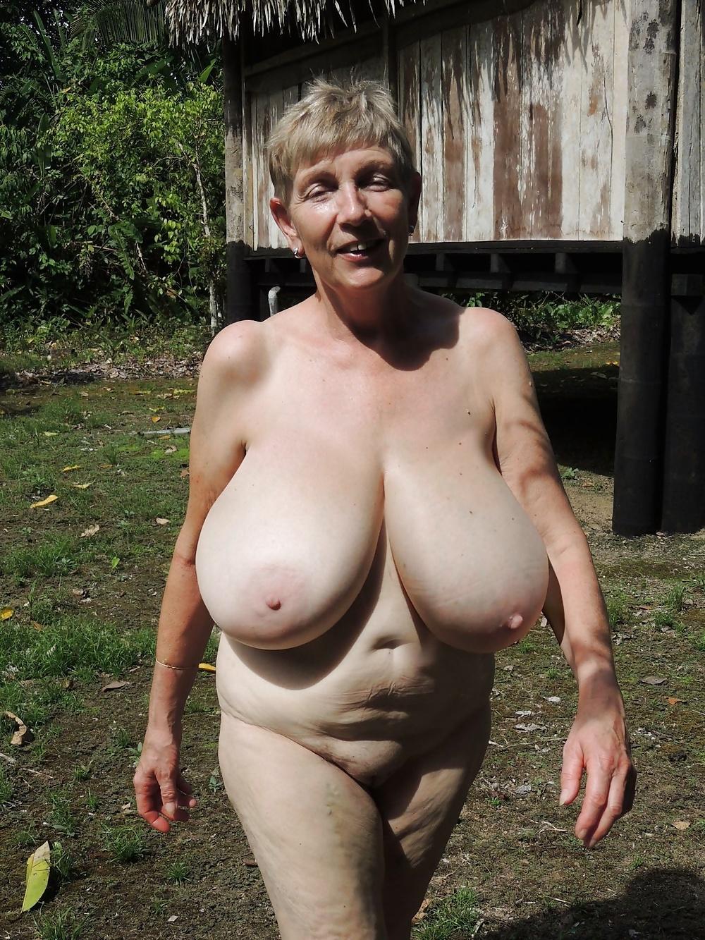 Старая голая грудь фото 10
