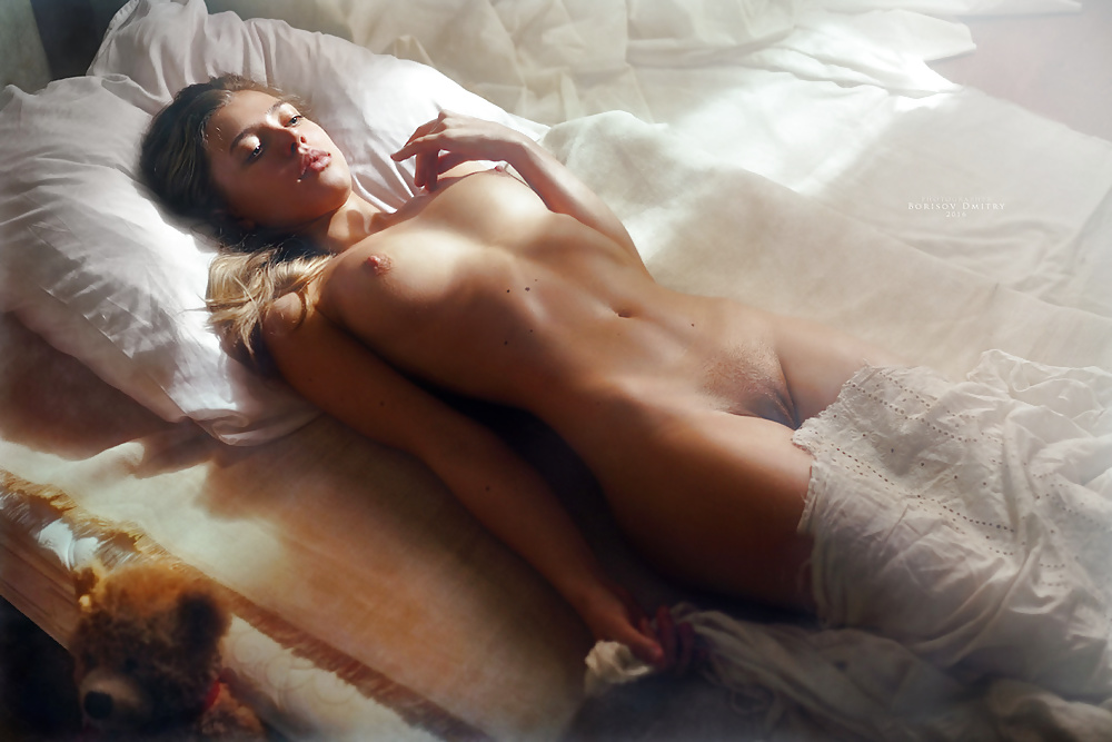 выложили видео голая девушка в постели самое