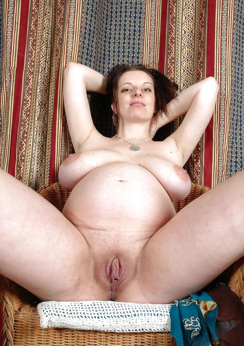 Nude Pregnant Women Breastfeeding