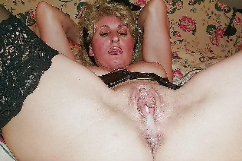 У зрелой мамочки зачесалась киска
