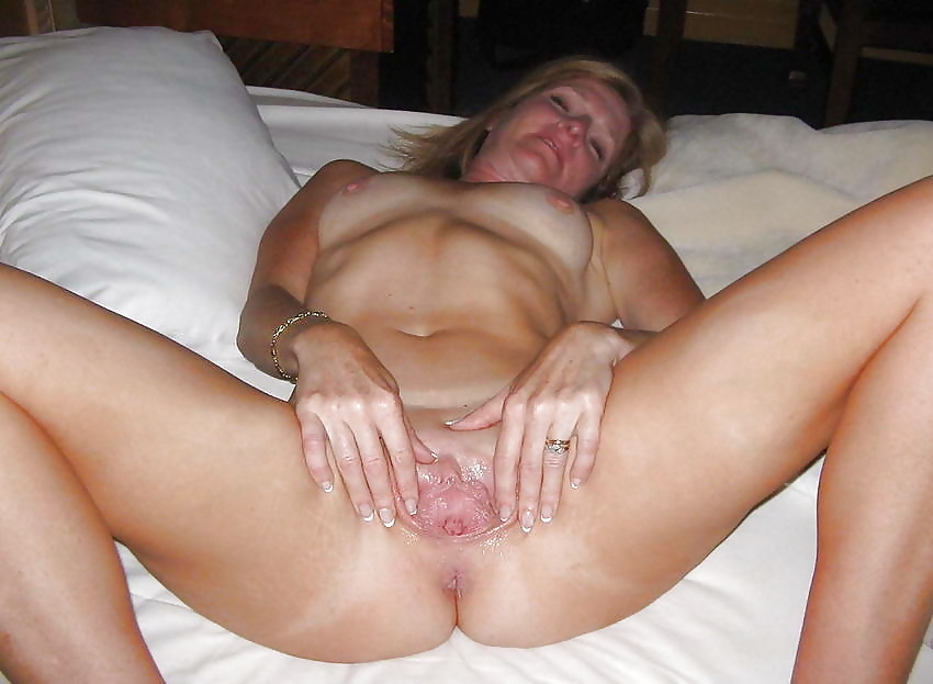 Naked wife shaved her pussy cum her pussy
