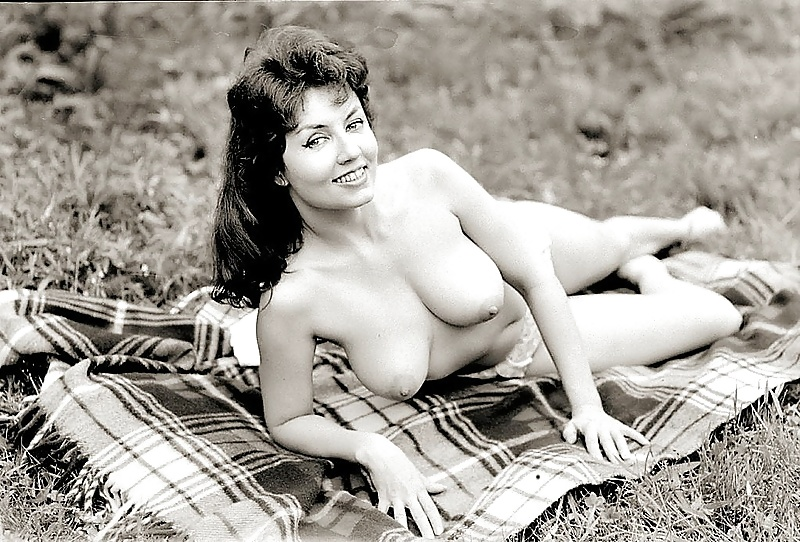 retro-girls-naked