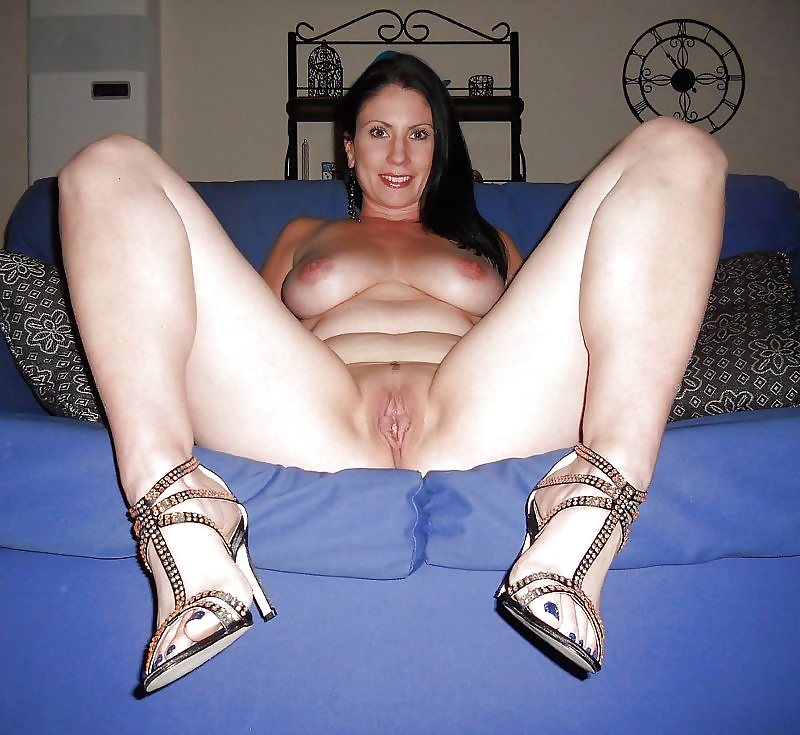 Breakfast in bed with a horny milf