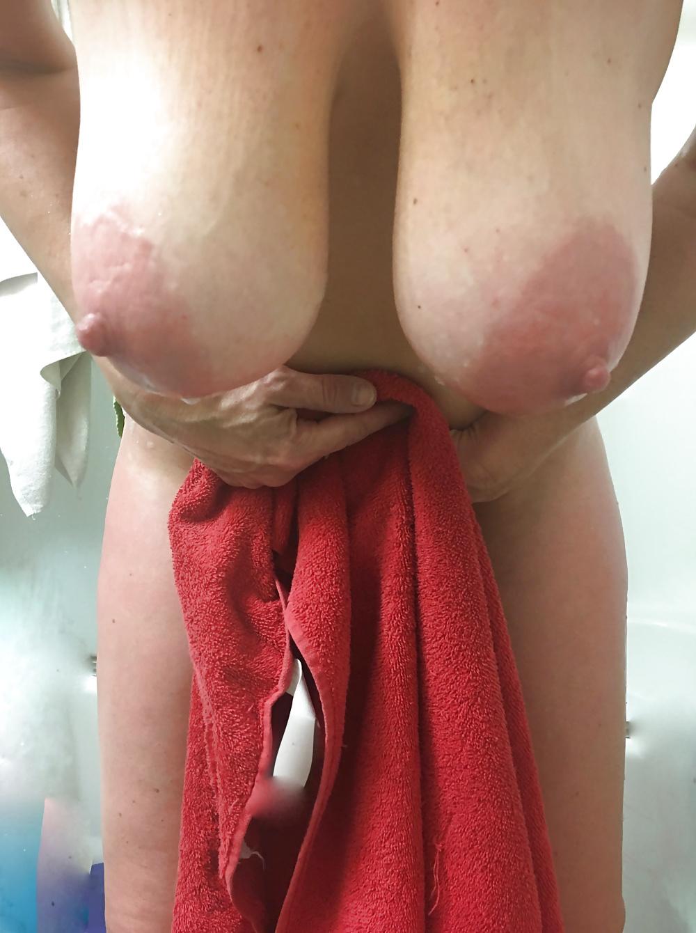 Порно с большегрудой телкой в чулках