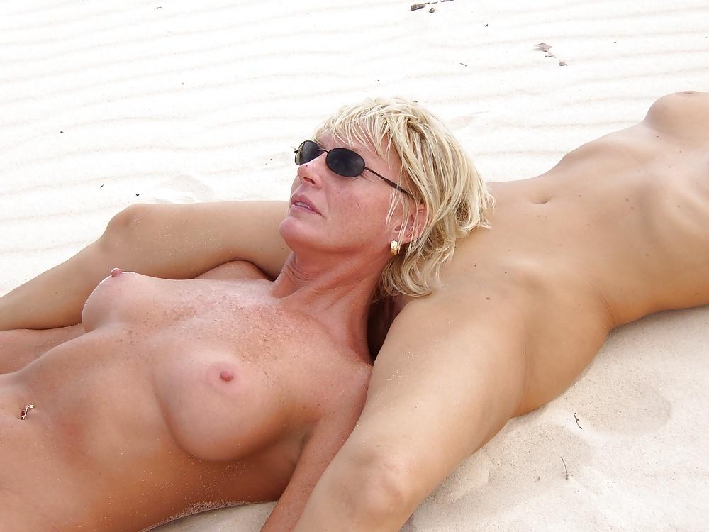 Courteney Cox Flaunts Her Curves In A Purple Bikini On Miami Beach Break With Daughter Coco