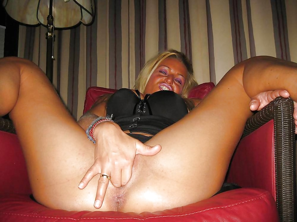 girls-fingering-amiture
