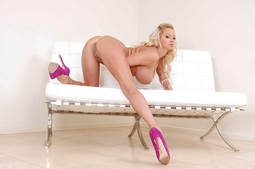 Big Ass Blonde Porn Pics
