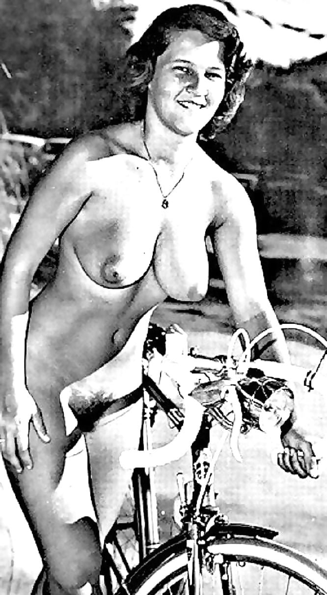 Black and white nudists pictures — pic 12