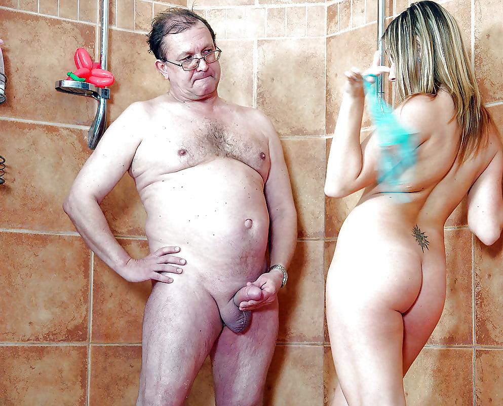 девушка зашла в душ а там моется старик