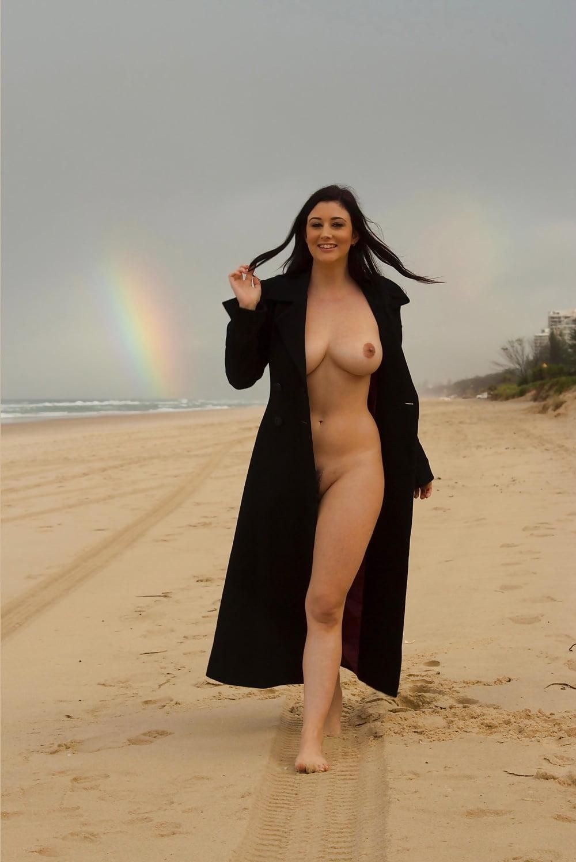 Nude arabian wife