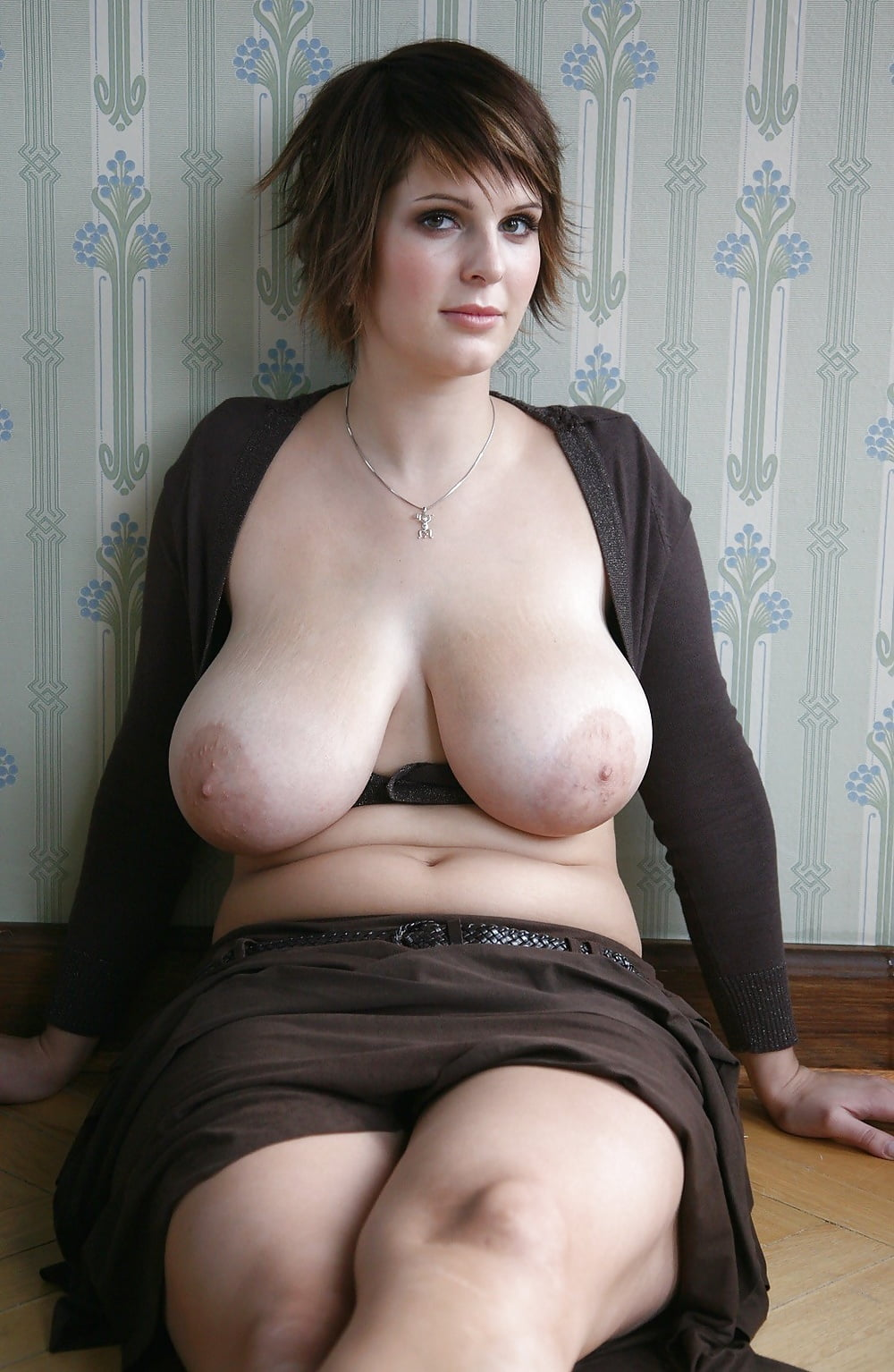 Зрелая мамочка с висячей грудью