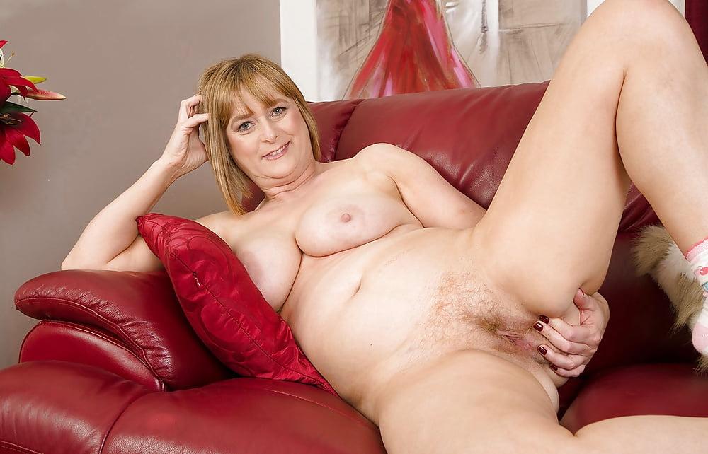 Chubby blonde mature creampie