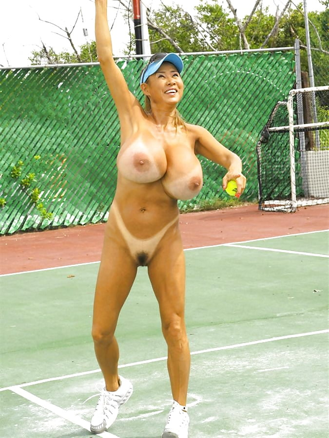 nude-betty-tennis-mom-naked