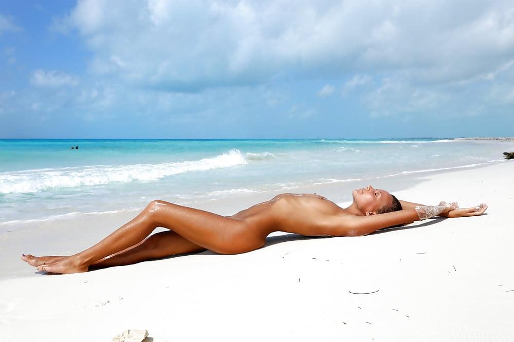 belize-beaches-nude