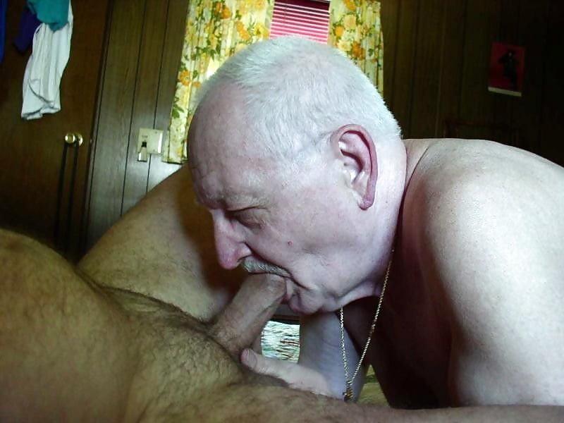 Порно сосать у старика