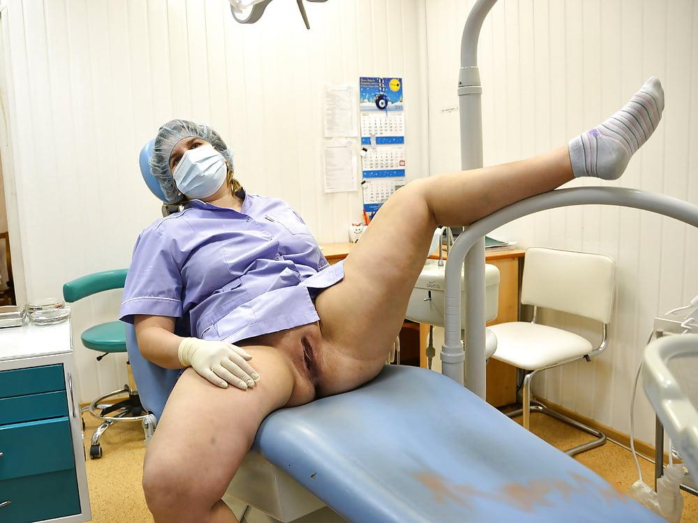 intim-golie-stomatologi-krasivie-telki-sosut