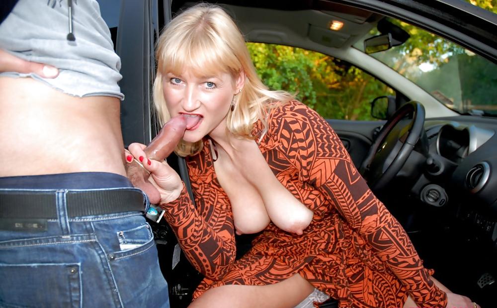 русская зрелая сосет в машине - 9