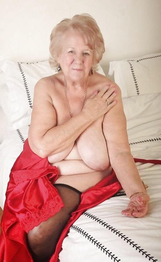 Hot Sexy Granny Spreading