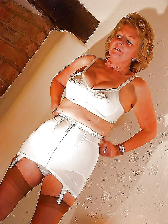 naked-with-grannys-in-girdles-mature-girdle-fitter-giving-erotic-handjobs