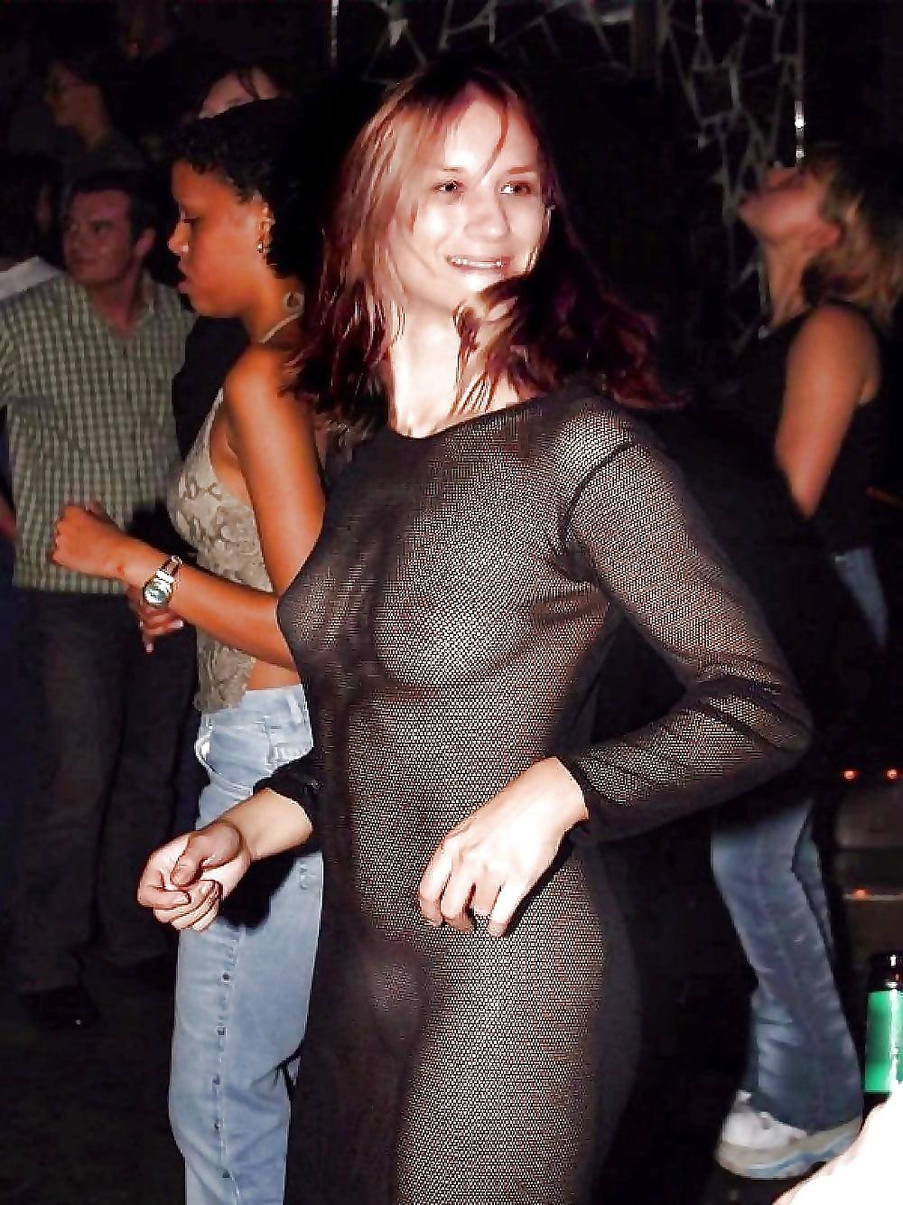 Жена пришла в гости в прозрачном платье