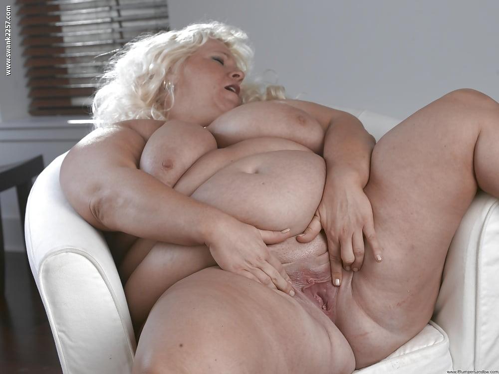 porno-starushki-tolstushki-s-bolshimi-siskami-krasivie-golie-soski-grudi-smotret