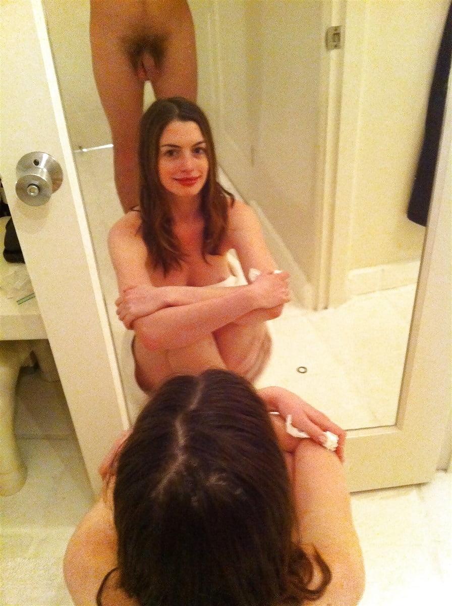 Hathaway nude anna Anne Hathaway