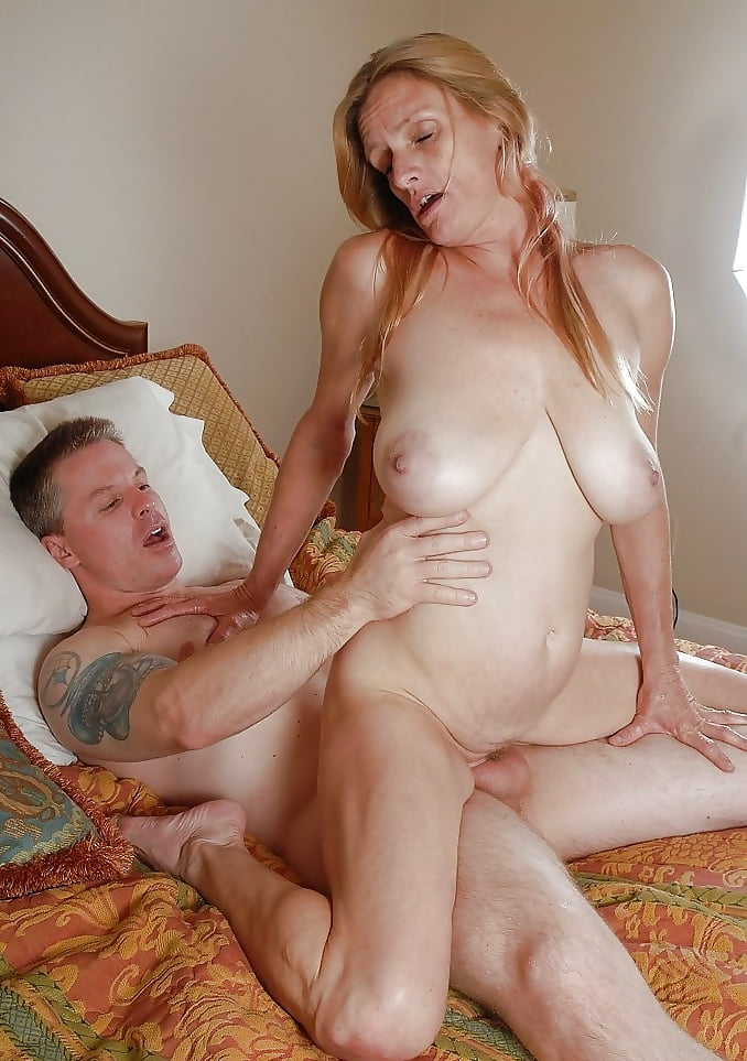 mature-mother-having-sex-flash