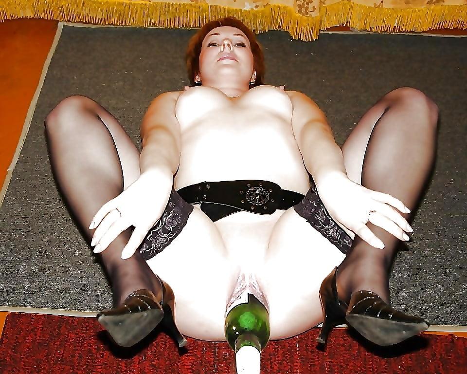 Huge bottle insertion pussy