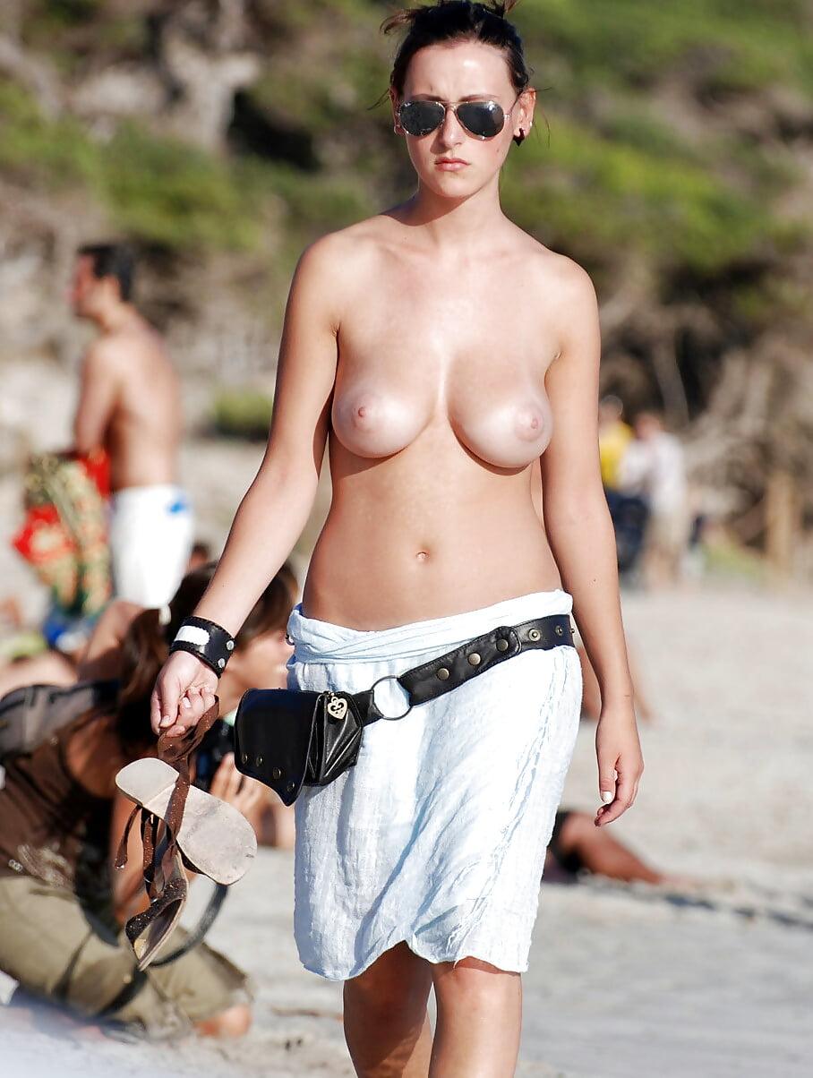 topless-girls-in-bibs-bodybuilding-babe