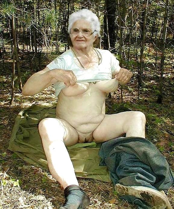 Внуку интересно што у бабушки под юбкой