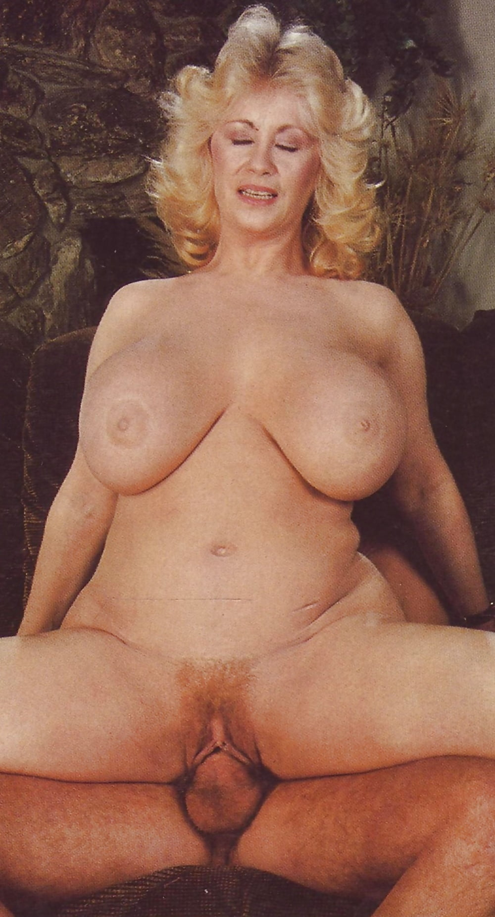 Lotta nude
