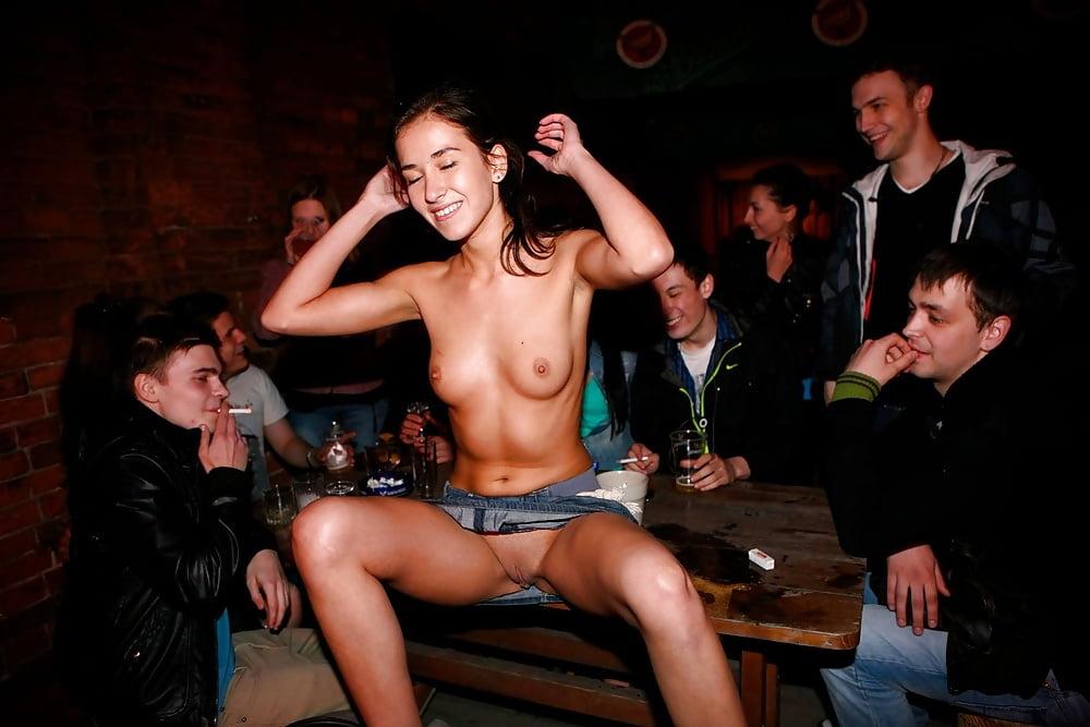 Голые пьяные девушки в клубах фотки 9