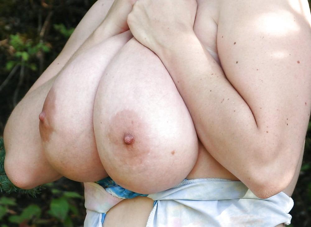 Kingaura saggy tits