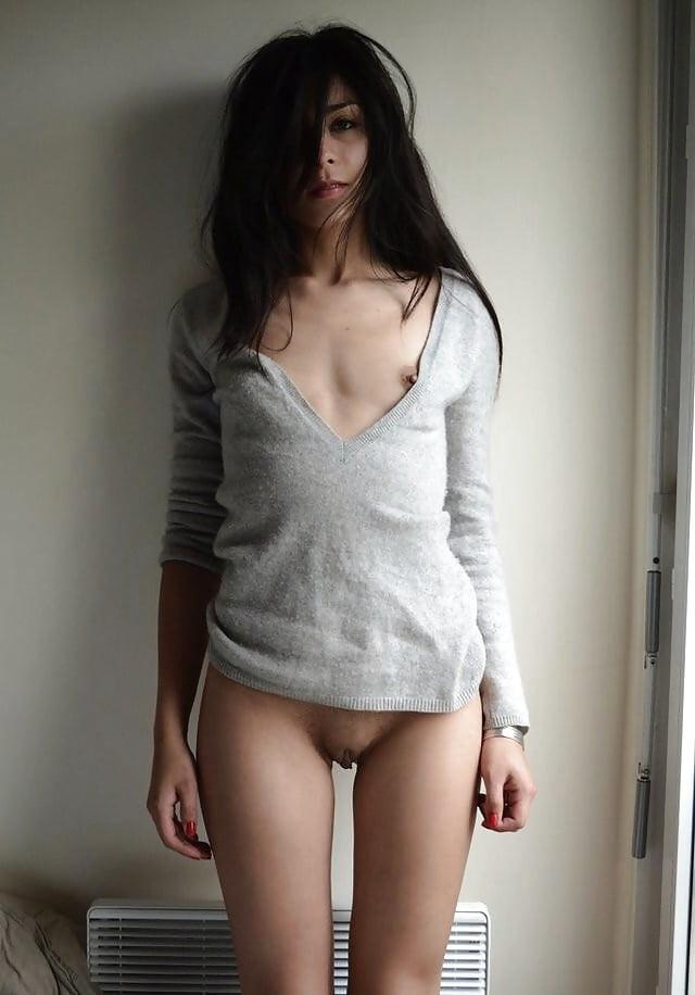 Nude girl with hot t shirt long leg