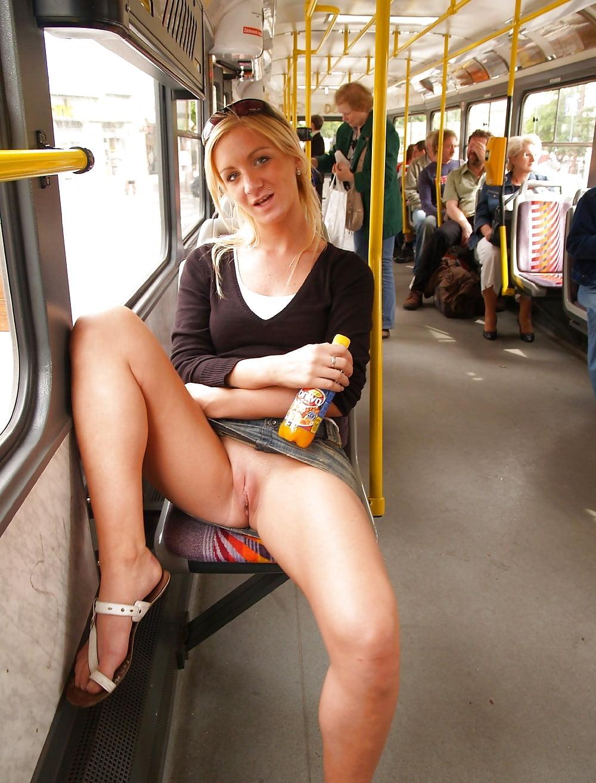 Ххх видео в общественном транспорте под юбками, фото зрелая дама сосет два хуя