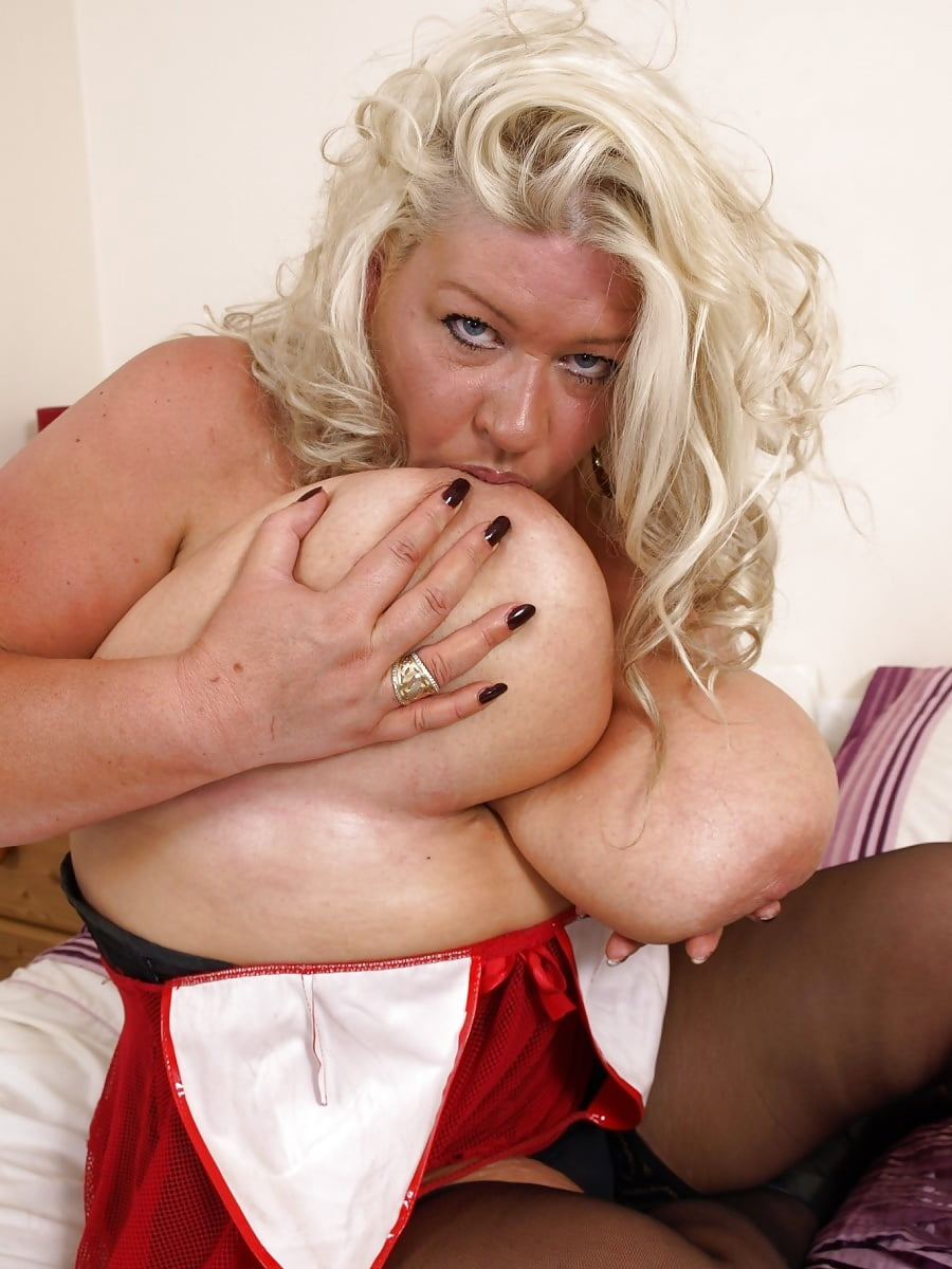 Retro Pinup Cynthia Gaynor Floats Big Tits In The Water Shows Hairy Snatch