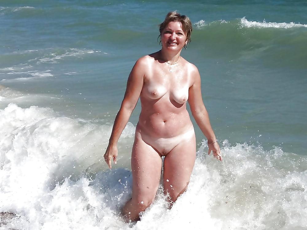 если женщина фото зрелых на пляже вид