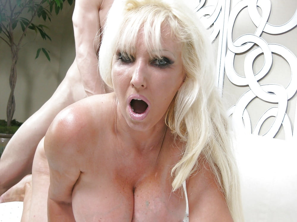 Tia Gunn Mature Pornpic 1