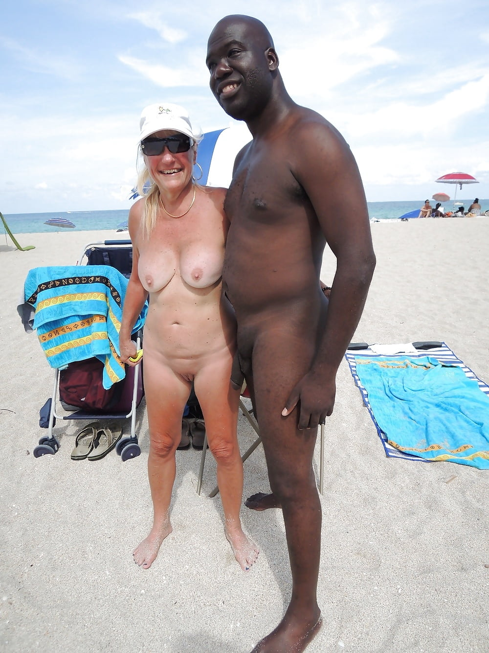 mandingo-in-nudist-beach