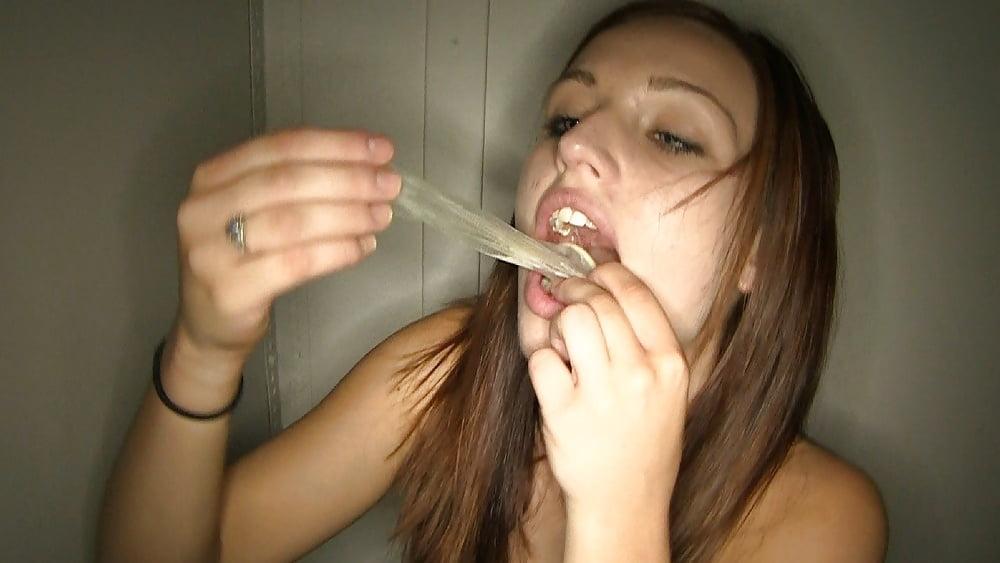 Пьют сперму с презика 8