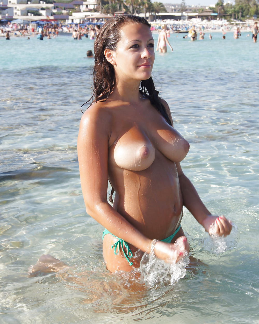 Beach tits pictures and sexy busty babes