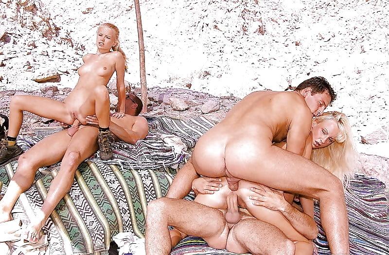 Дикий пляж ебуца с видео, порно фото клитор в стрингах