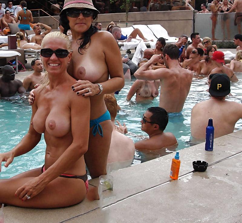 Best Topless Pool Lounges In Las Vegas