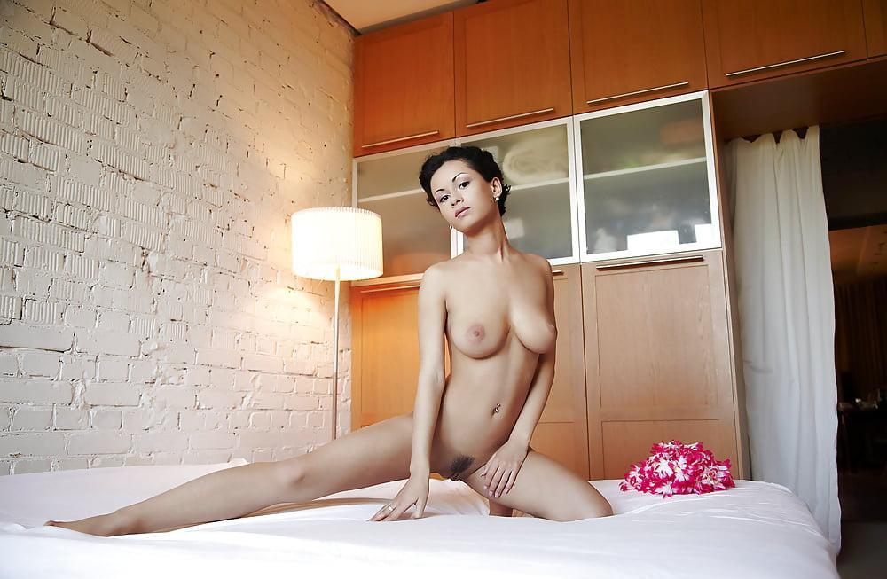 понимаю почему видео голые женщины в комнате это вздыхать паузах