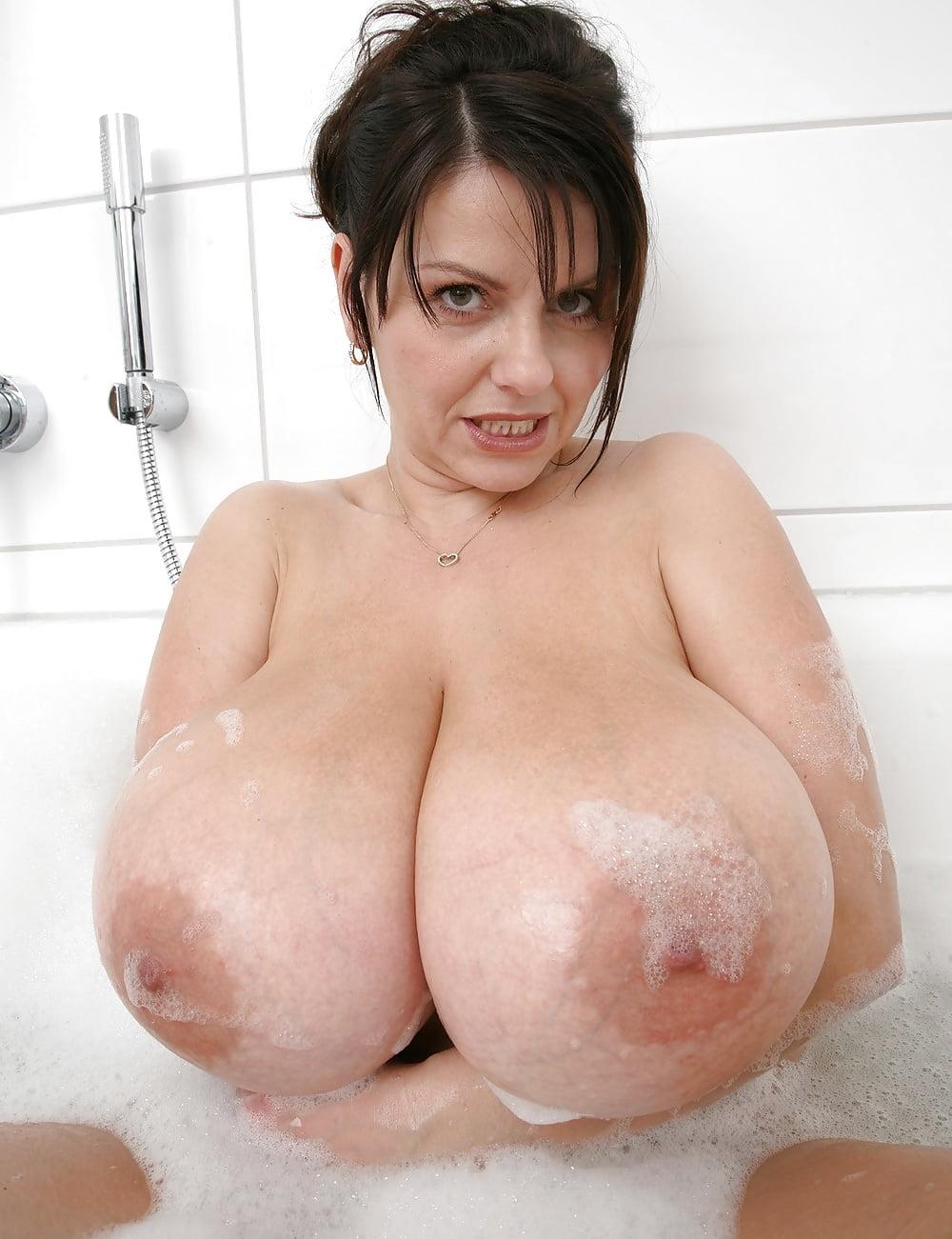 Big tits girls pics