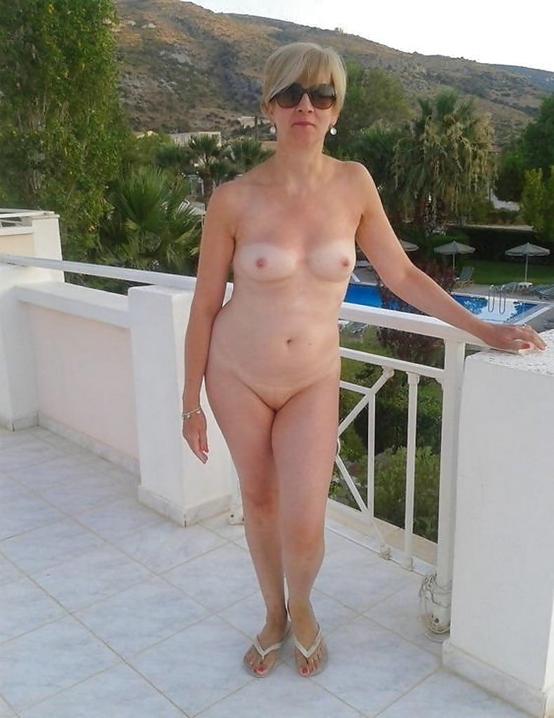 Nudist middle aged women — pic 2